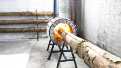 spruce-stove-pech-szhigaet-ogromnie-brevna-1